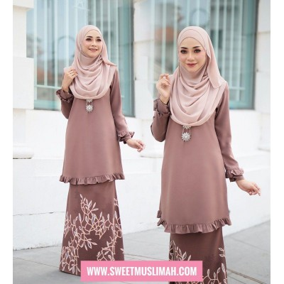 AM01 02 Emelda - Baby Brown
