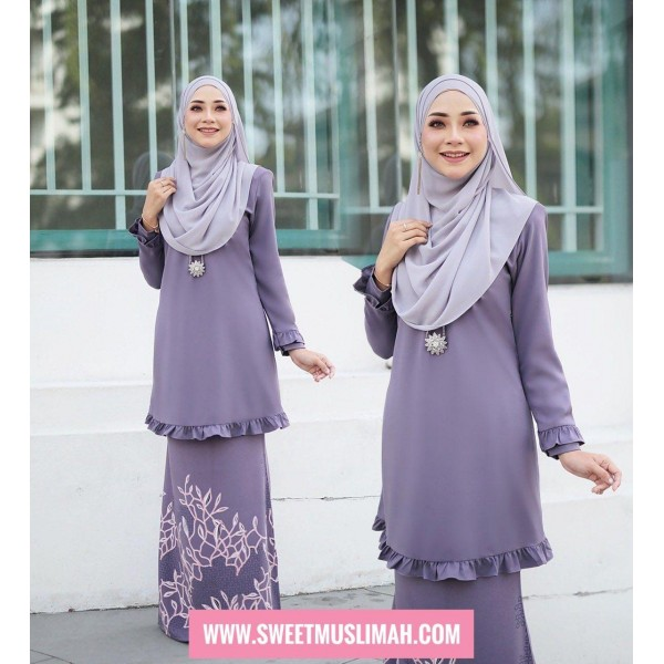 AM01 04 Emelda - Dusty Purple