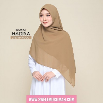 MS19 04 Hadiya - CherryWood
