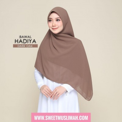 MS19 09 Hadiya - Dark Oak